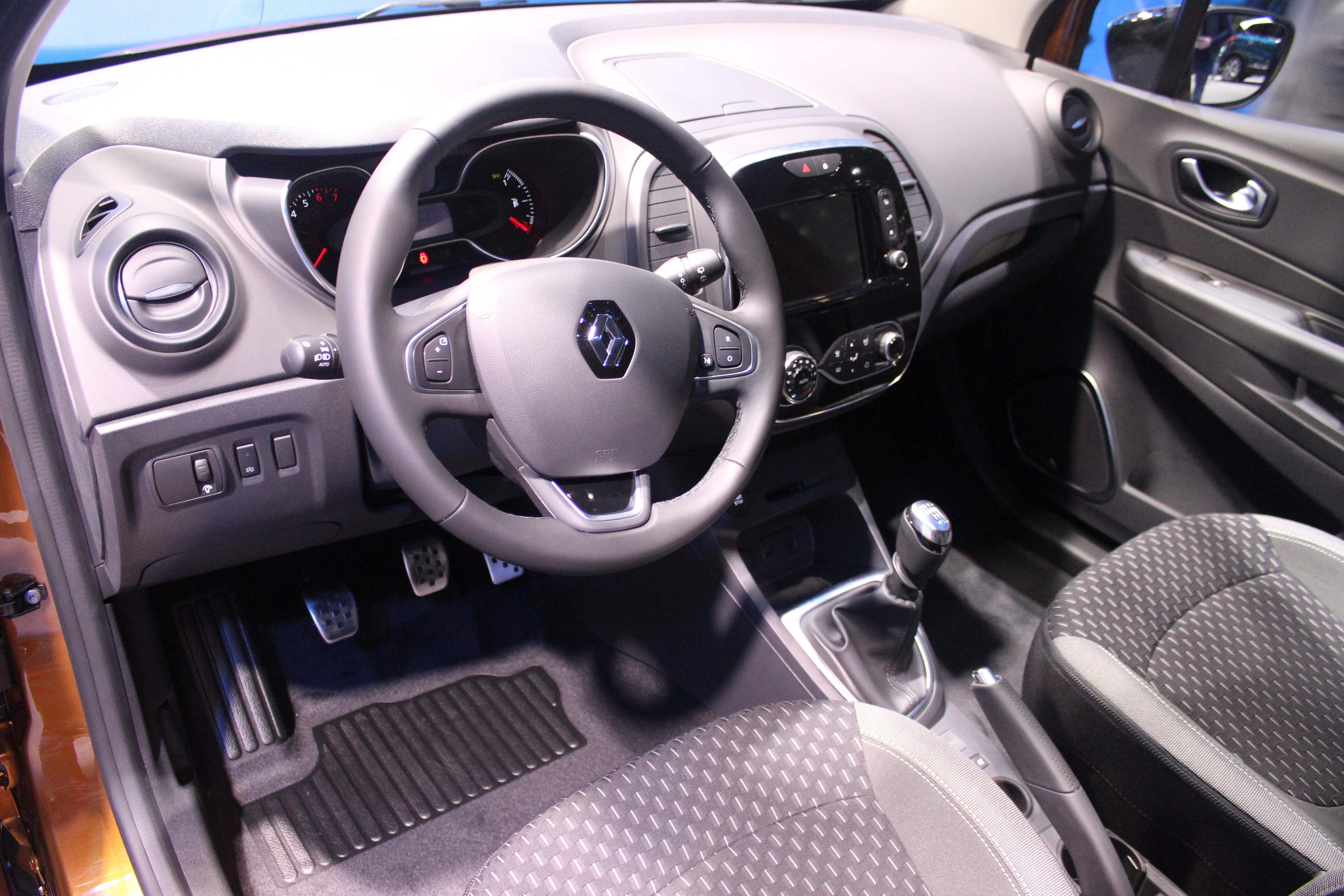 Renault captur restyl e l ger coup de pinceau vid o en for Interieur renault captur