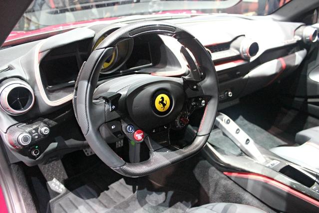 Ferrari 812 Superfast : c'est marqué dessus - Vidéo en direct du Salon de Genève 2017