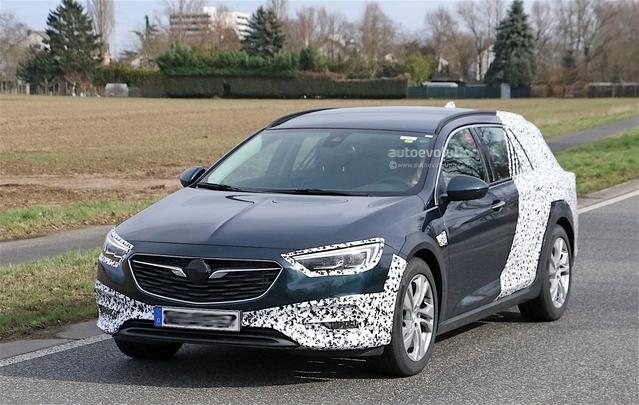 Le break baroudeur Opel Insignia Country Tourer sort du bois