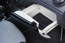 La boîte à gant coulissante est pratique, sauf si un passager est installé...