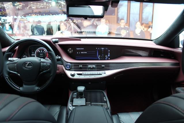 Lexus LS : vraie limousine - Vidéo en direct du salon de Genève 2017