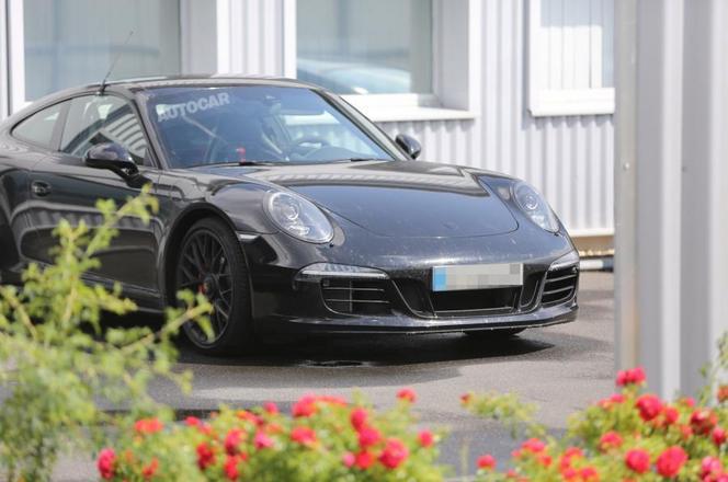 """Porsche travaille sur une nouvelle 911 """"Pure"""""""