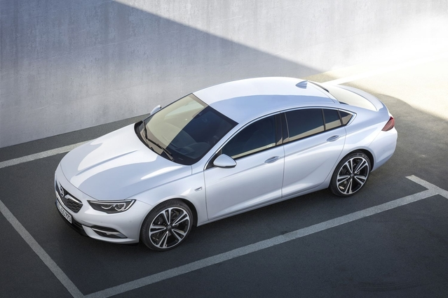 Salon de Genève 2017 - Opel Insignia Grand Sport : du Blitz premium ?