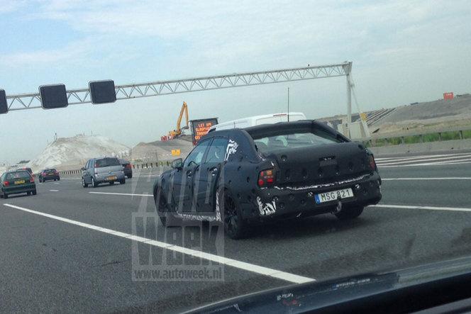 Surprise : la future Volvo S90 prend la route