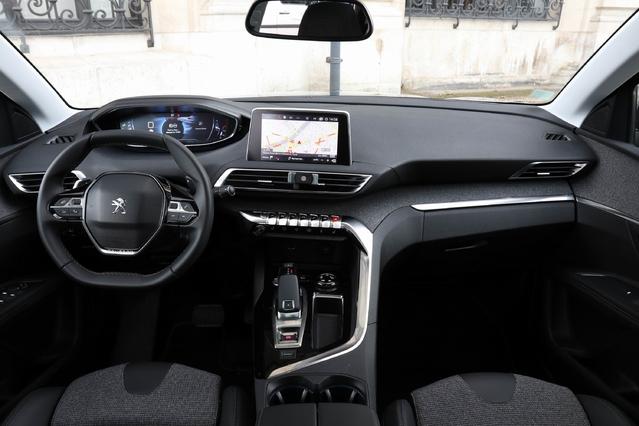 Une véritable réussite que ce i-Cockpit Peugeot, intuitif et facile à utiliser. Par contre, le volant à double méplat agace.