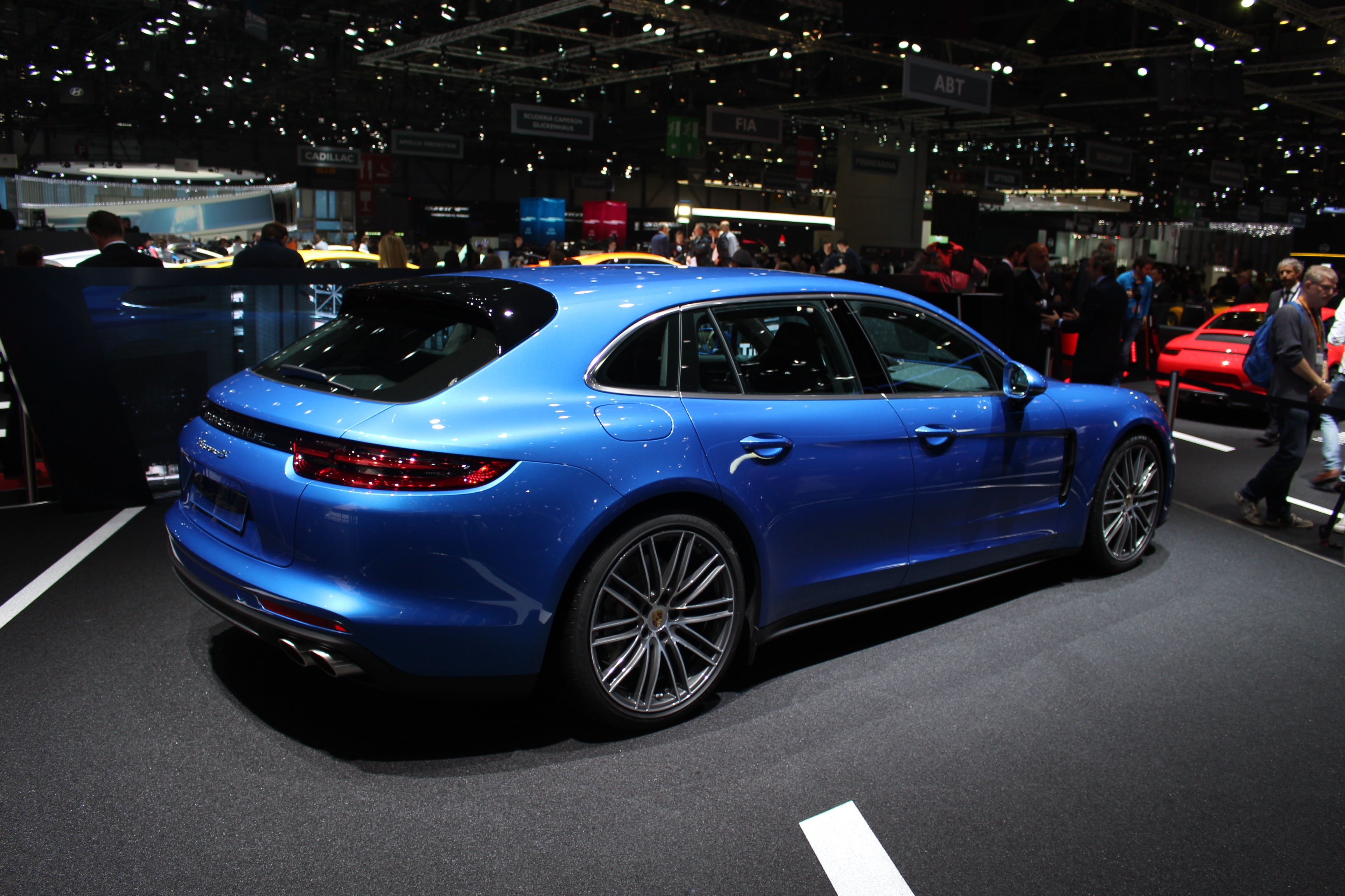 Porsche panamera sport turismo 5 places en direct du for Salon des vignerons paris 2017