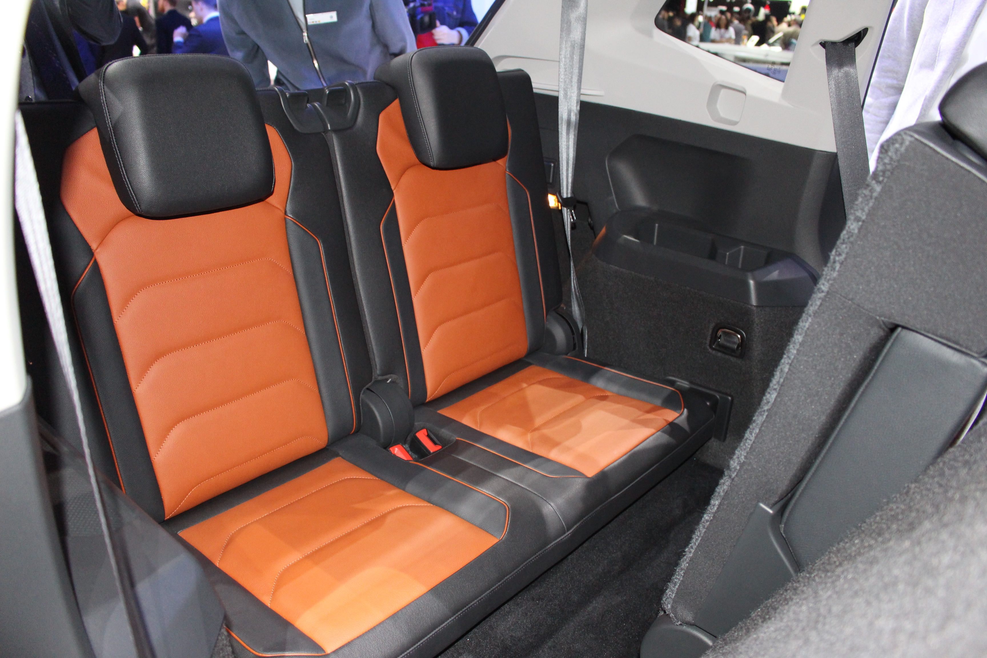 Volkswagen tiguan allspace xxl vid o en direct du for Interieur tiguan 2017