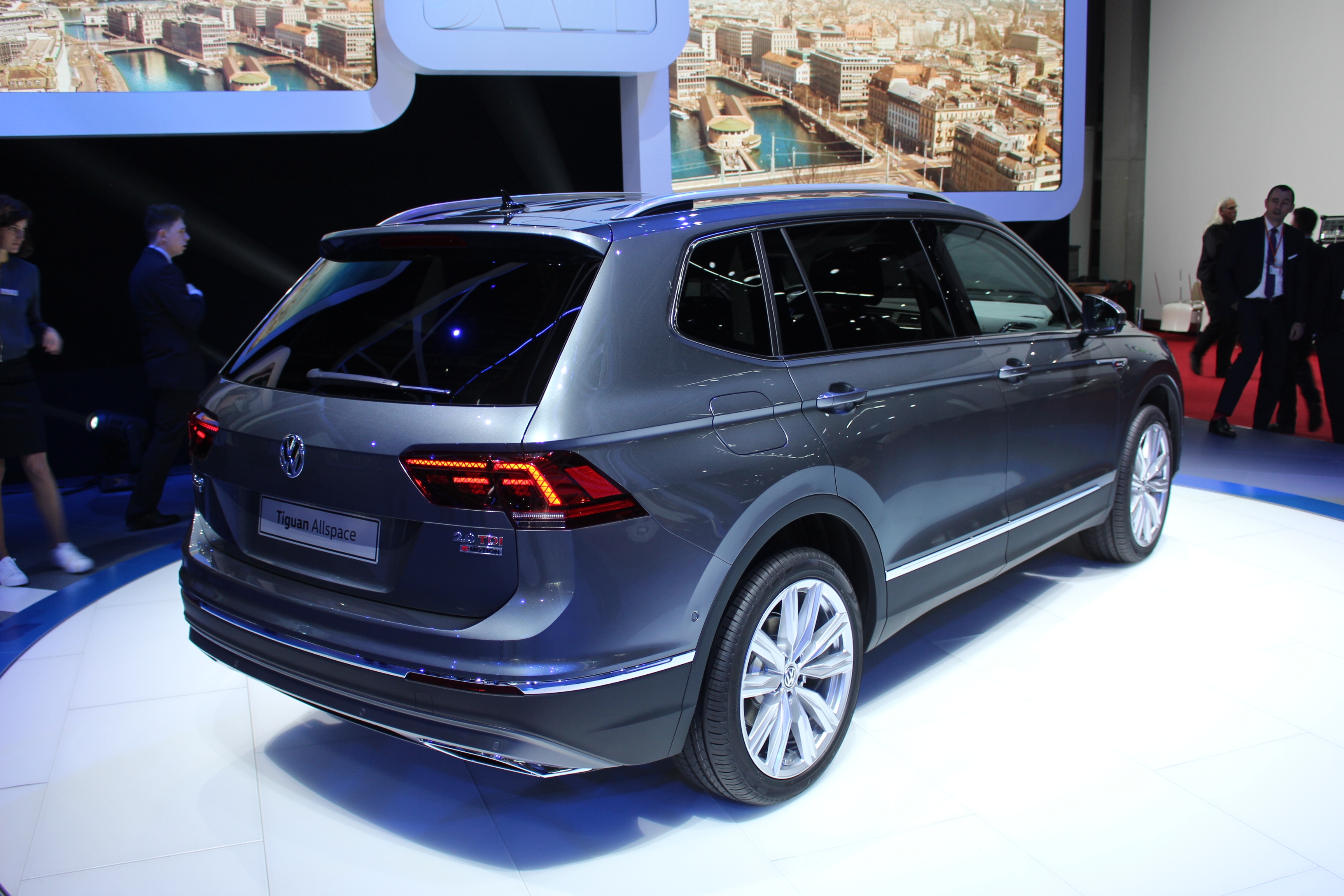 volkswagen tiguan allspace xxl vid o en direct du. Black Bedroom Furniture Sets. Home Design Ideas