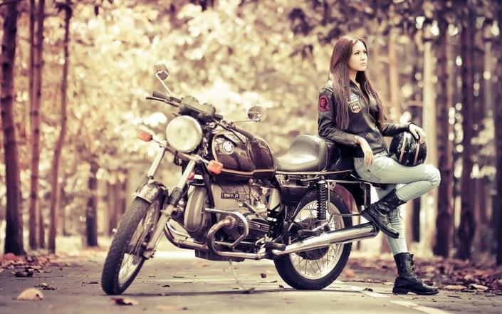 Étude: les motardes dépensent plus pour leur moto que les motards.