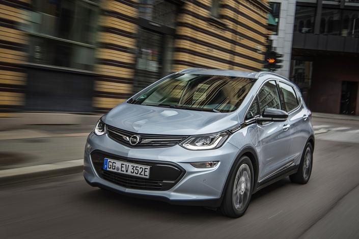 Vidéo Live - L'Opel Ampera-e à l'épreuve du périph' parisien : peut-on dépasser les 500 km en une seule charge ?