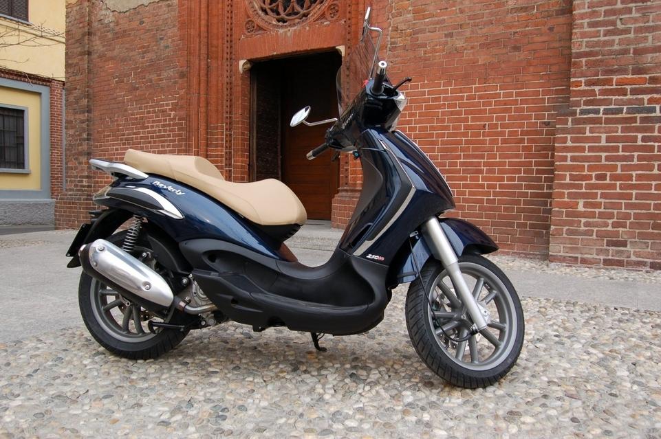 piaggio scooter beverly tourer 250 et 400 cm3. Black Bedroom Furniture Sets. Home Design Ideas