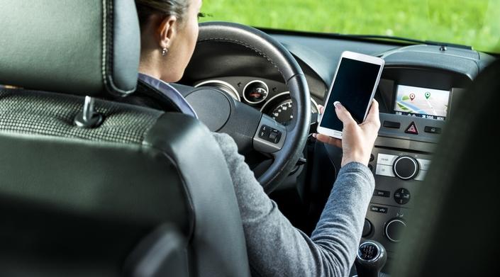 8 professionnels sur 10 reconnaissent utiliser leur téléphone au volant, que ce soit pour un appel ou pour la consultation de SMS.
