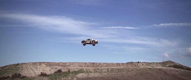 Brian Deegan vole dans son Ford Raptor