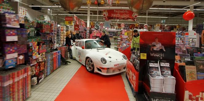 Teléthon 2012 - Une Porsche et  une KTM slaloment dans un supermarché