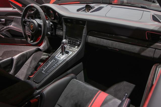 Porsche 911 GT3 restylée : la même en mieux - En direct du salon de Genève 2017