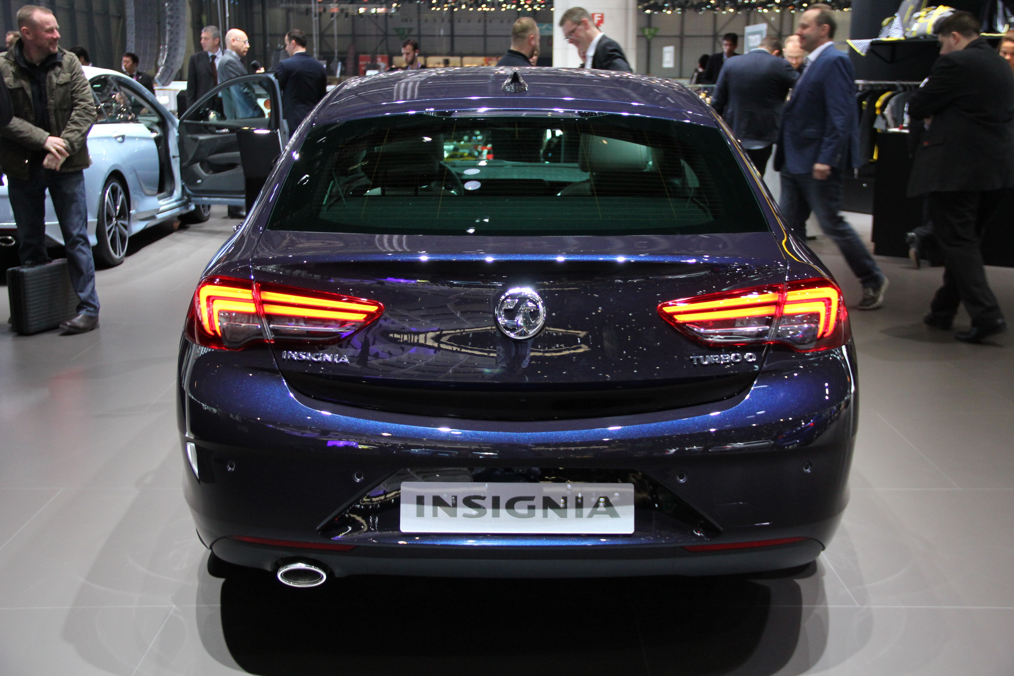 opel insignia grand sport berline xxl vid o en direct. Black Bedroom Furniture Sets. Home Design Ideas