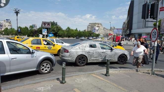 Scoop : la future berline Renault se promène en Roumanie