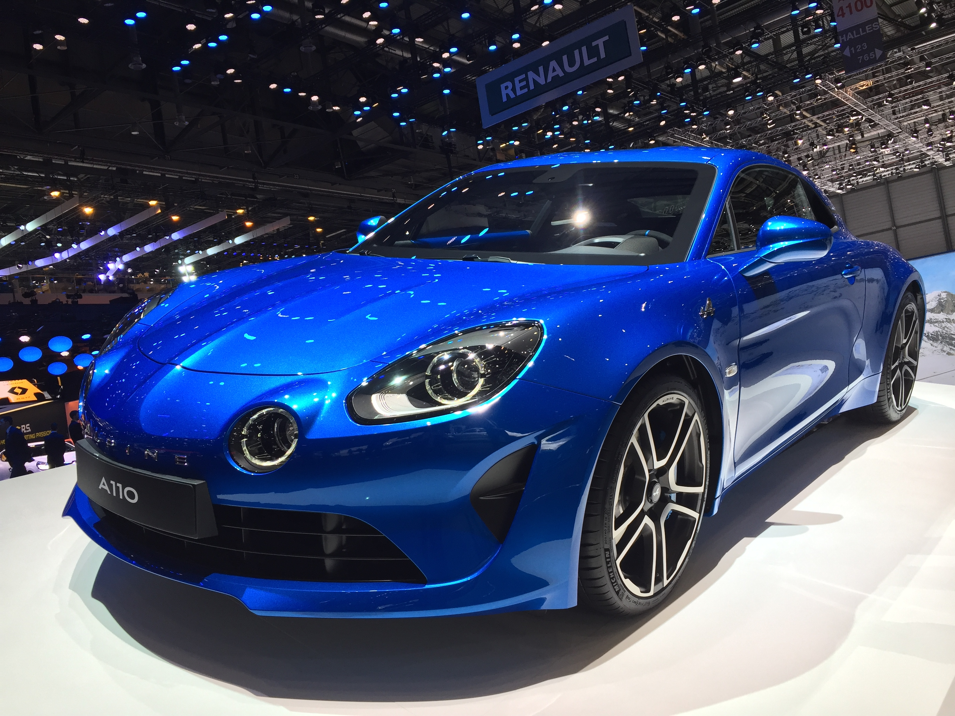 alpine a110 nouvelle star vid o en direct du salon de. Black Bedroom Furniture Sets. Home Design Ideas