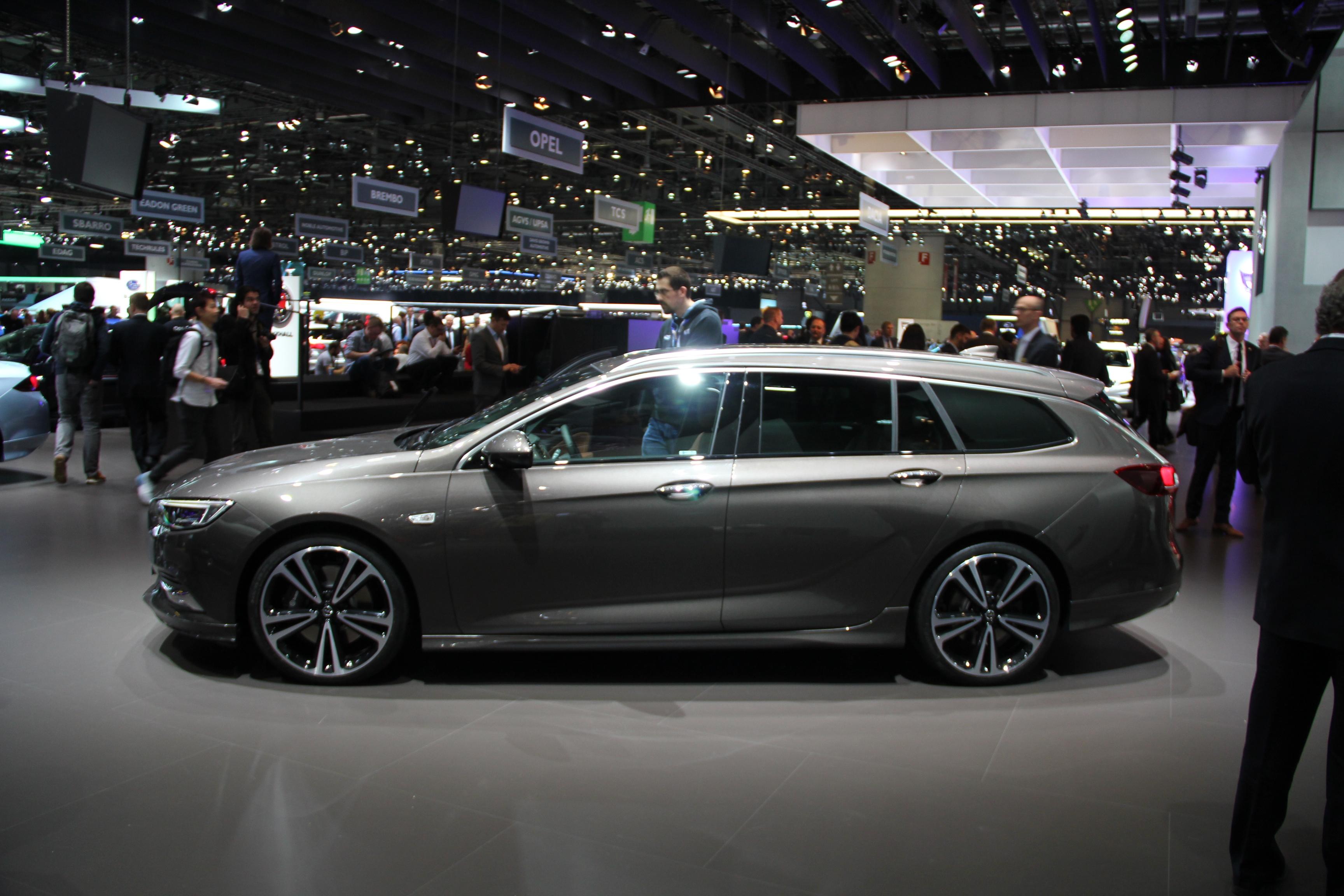 Opel insignia sports tourer gigantesque vid o en for Offre d emploi salon de l auto geneve
