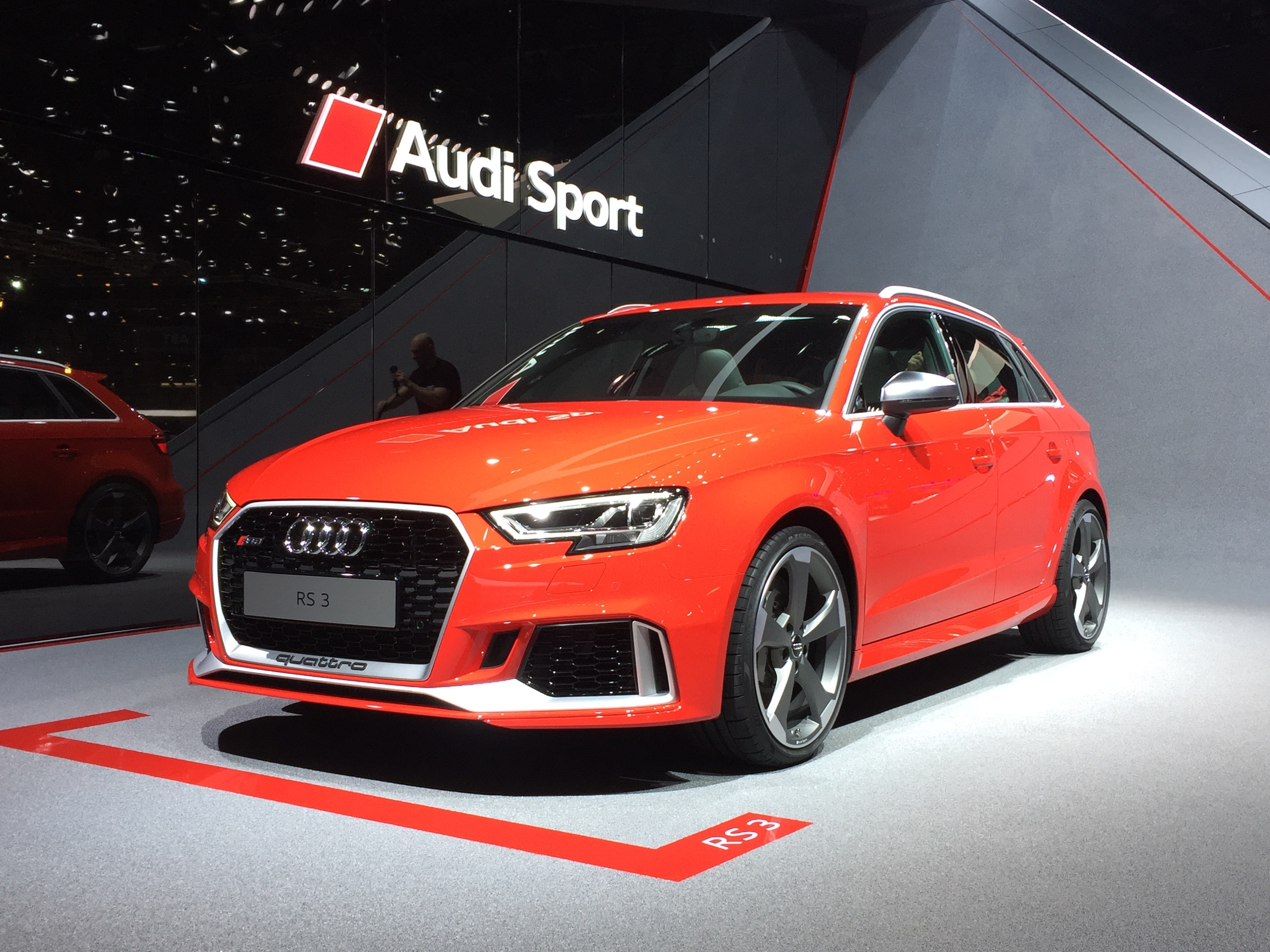 Audi rs 3 sportback 400 ch vid o en direct du salon de for Salon de prostitution geneve