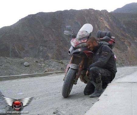 Le tour du monde en Ducati chaussé de Pirelli Scorpion Trail.