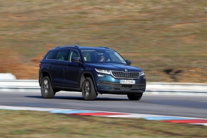 Le Kodiaq aura même posé ses roues sur le magnifique circuit de Brno! Un exercice durant lequel il a révéle un comportement routier sain et sécurisant.
