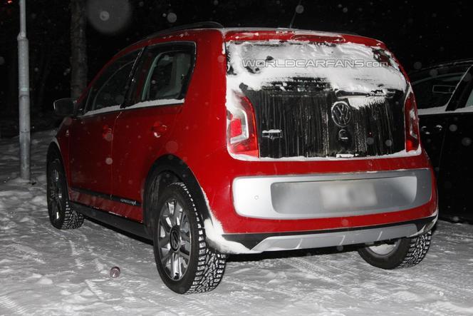 La future VW Cross Up! surprise dans la neige