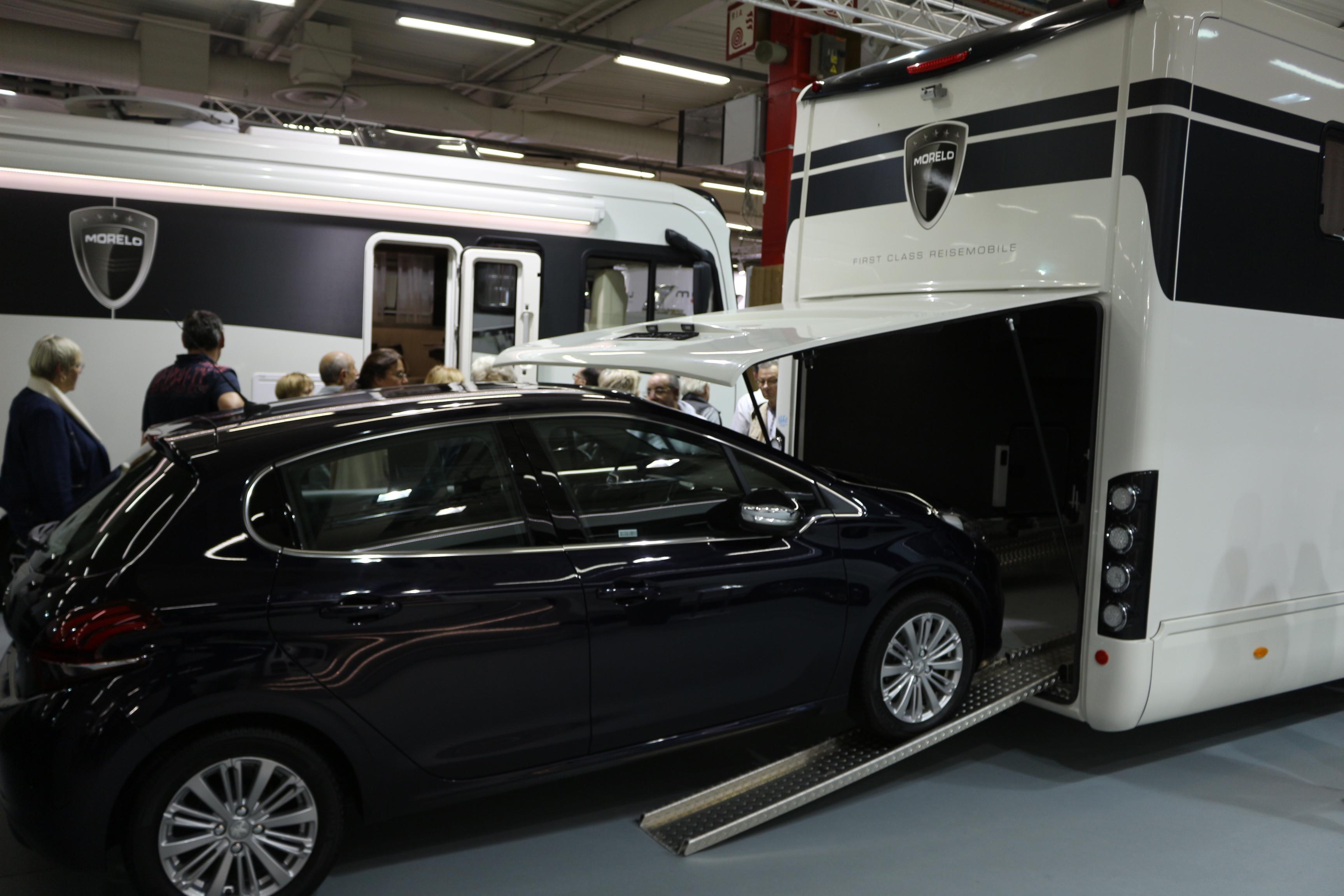Salon des v hicules de loisirs la star c 39 est le camping car for Salon vehicule de loisir