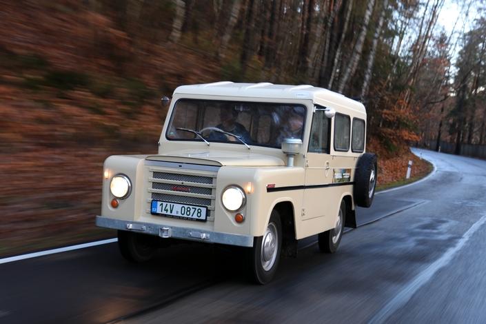 En matière de style, le Trekka s'apparente à un Land Rover en réduction. Il est apparu 18 ans après son inspirateur...mais deux ans avant la Citroën Mehari. Les roues arrière à carrossage positif ne favorisent guère la tenue de route.