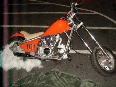 Moto à la mode ... orange !!! General Lee.