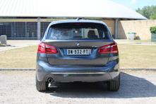 À l'arrière, on reconnaît bien le style BMW, mais cela reste consensuel. Les feux Led sont inclus dans cette finition Luxury.