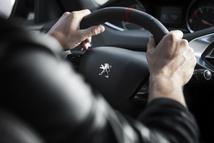 Le volant de petit diamètre participe grandement du plaisir de conduire la 308.