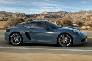 Si l'Alpine cache son entrée d'air au niveau du vitrage, la Porsche la rend bien visible.