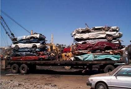 Recyclage en France : Jean-Louis Borloo félicite Renault et Sita pour leur démarche