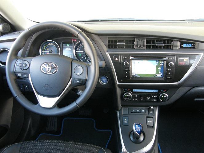 Essai vidéo - Toyota Auris II  : mieux que la Golf ?