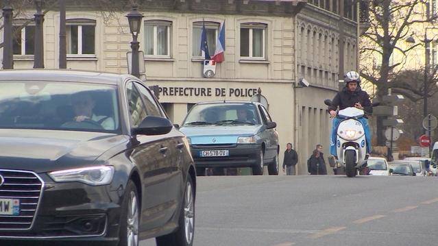 En théorie, rouler avec une vieille voiture dans Paris vous expose à une amende de 68 €. En théorie.