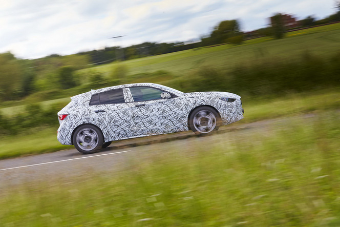 Future Infiniti Q30 : officielle mais encore camouflée