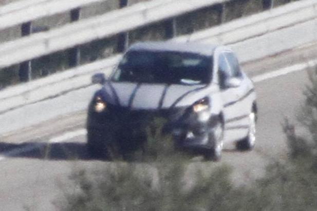 Future Nissan compacte: 1ères prises...