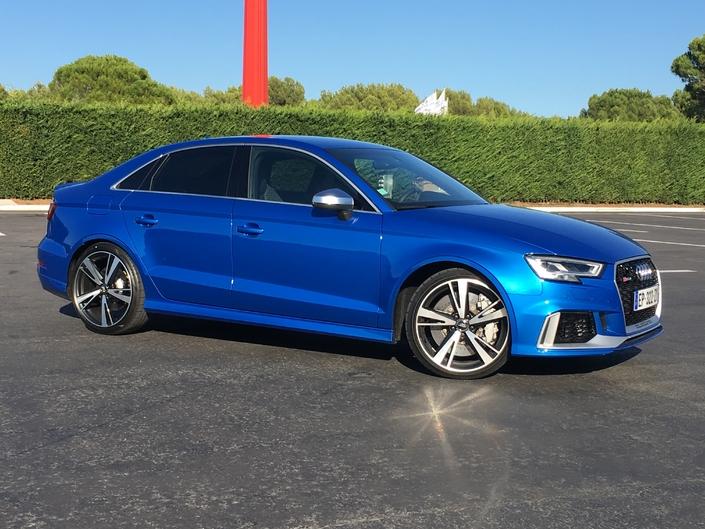 Audi RS3 (2017) : premières images de l'essai en live + impressions de conduite.