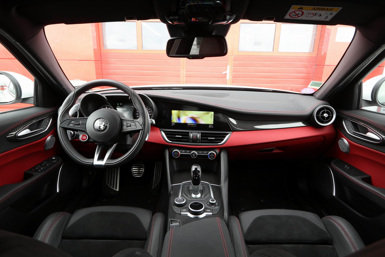 Alfa Romeo Giulia Grille