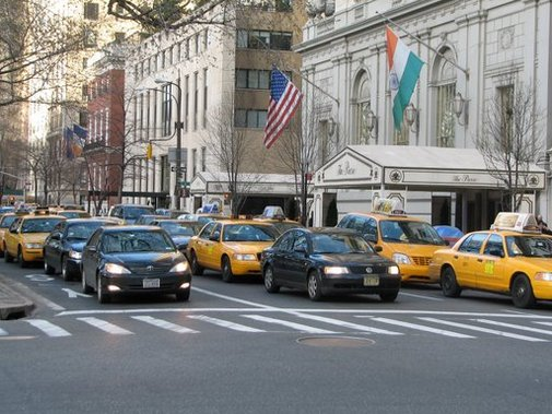 New York : taxis jaunes et taxis-limousines noirs doivent devenir des véhicules hybrides !