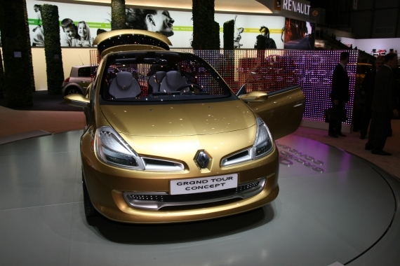 video renault clio grand tour concept la future clio break. Black Bedroom Furniture Sets. Home Design Ideas