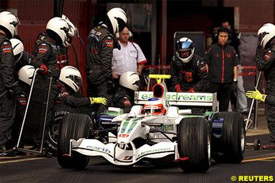 Formule 1 - Australie: Barrichello déclassé, Raïkkonen ouvre son compteur