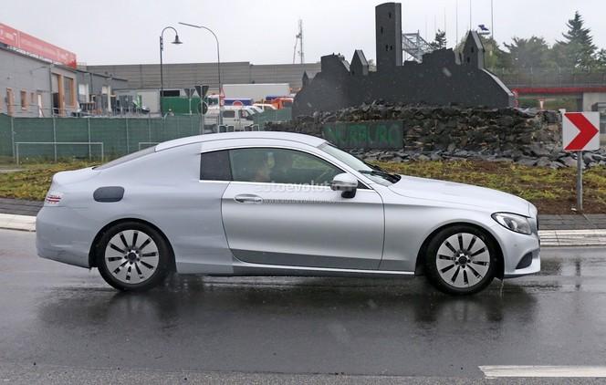 Surprise : la Mercedes Classe C Coupé en tenue légère