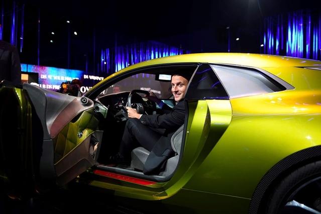 Emmanuel Macron (ici en visite au dernier Mondial de l'automobile) est un des rares défenseurs du diesel.