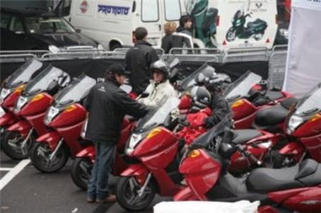 Etats-Unis : la police de Sacramento teste les scooters électriques Vectrix