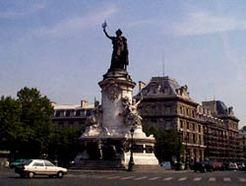 Paris : Bertrand Delanoë propose de réaménager la Place de la République pour y interdire la circulation auto