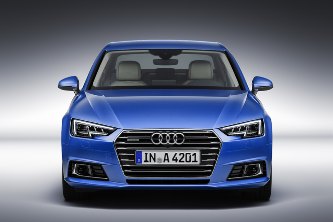 La nouvelle A4 n'a pas vocation à bouleverser le design Audi. Mais si on la regarde de près, tout change: feux, calandre, reliefs du bouclier... Le style s'affine et s'affirme, avec une orientation plus sportive.