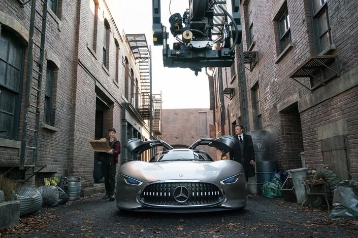 Cinéma: Batman et Wonder Woman roulent en Mercedes