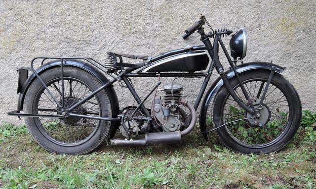 """Vente aux enchères: 70 motos ce WE à Moulineaux (76): des """"anciennes""""."""